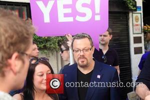 Funnyman Eddie Izzard campaigning for a Yes vote in next week's UK alternative vote referendum Belfast, Northern Ireland - 01.05.11