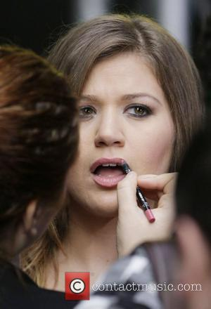 Kelly Clarkson's Rep Dismisses Video Copying Claims