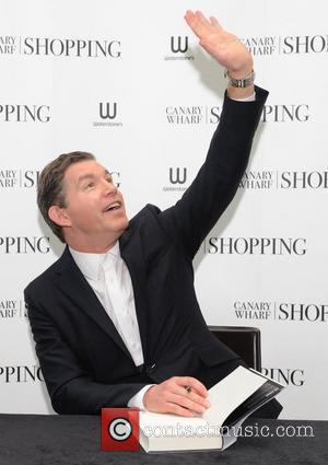 Lee Evans signs copies of his book 'The Life Of Lee' at Waterstone's, Canary Wharf London, England - 24.11.11