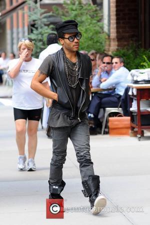Lenny Kravitz And Sean Kingston Pay Tribute To Ashford
