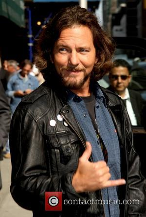 Eddie Vedder Postpones Tour To Undergo Surgery