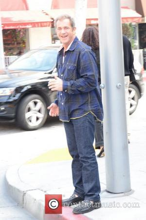 Mel Gibson, Meryl Streep & Lucas Among Hollywood's Most Generous