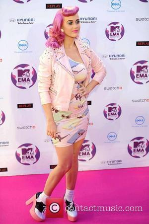 Katy Perry Holding Free Concert For Fans