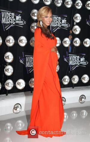 Beyonce Shows Off Baby Bump At The Mtv Video Music Awards