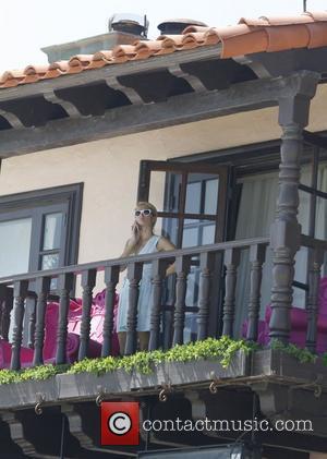 Paris Hilton Steps Up Security Following Fan Arrest