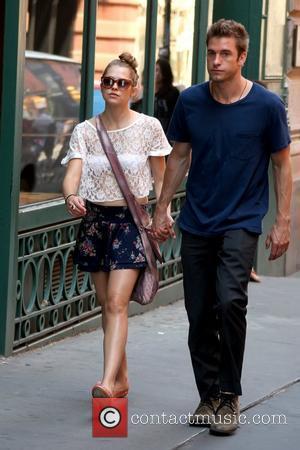 Teresa Palmer and Scott Speedman Scott Speedman takes a stroll through Soho with his girlfriend New York City, USA -...