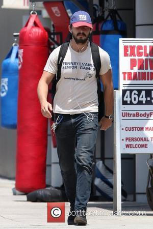 Shia Labeouf Helping Neighbour Win Wall Battle