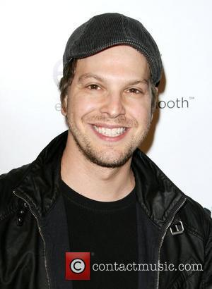 Gavin Degraw Attacked In New York