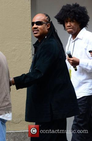 Stevie Wonder Apologises For Late Gig