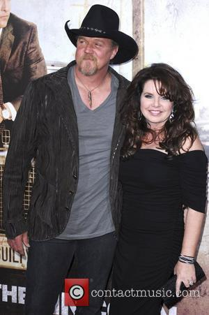 Trace Adkins Plays Host To Lucky Kids