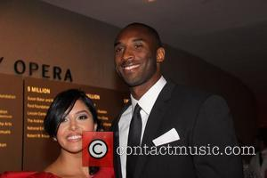 Vanessa Bryant Kisses Estranged Husband Kobe Bryant