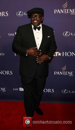 Cedric The Entertainer Steals The Show On BET Red Carpet (Video)