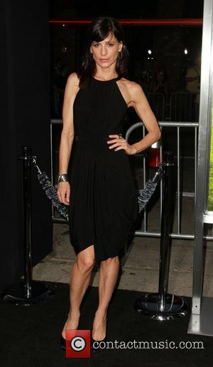 Entourage Star Perrey Reeves Dating Resident Evil Hunk - Report