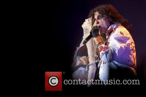 Alice Cooper Joins Rock Of Ages On Stage In London