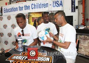 Didier Drogba, Ashley Cole and Shaun Wright-phillips