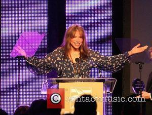 Carly Simon Lands Publishing Deal For Memoir