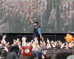 Bruce Springsteen And Robin Williams Staging Show For U.s. Veterans