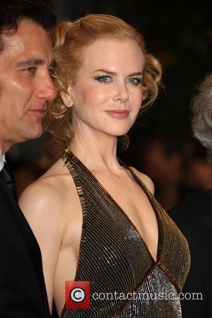 Nicole Kidman Mans Phones For Charity Telethon