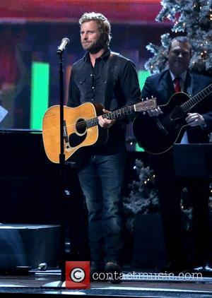 Dierks Bentley Invites Youtube.com Sensation To Acm Awards