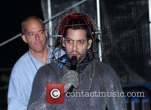 Electrifying! David Blaine Completes One Million Volts Stunt In New York