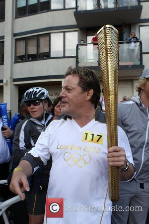 Eddie Izzard Carries Olympic Torch Through His Hometown