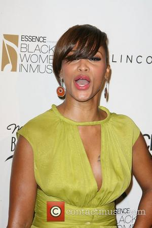 Rapper Eve Blames Label Issues For Album Delay
