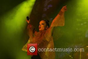 Shirley Manson Helps Fan Propose At Garbage Gig