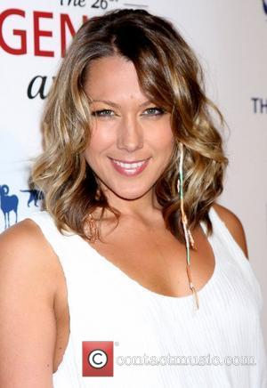Colbie Caillat Splits From Guitarist
