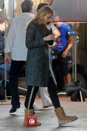 Gossip Girl Blake Lively's Wedding Ring Gives Fans Something To Gossip About!
