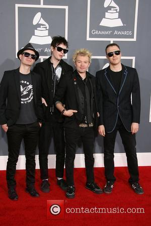 Deryck Whibley Removes Lavigne From His Name