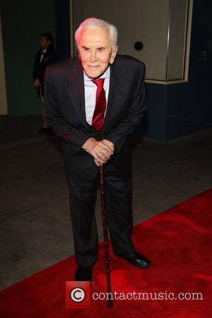 Kirk Douglas Teams Up With Tv Spartacus To Launch New Memoir