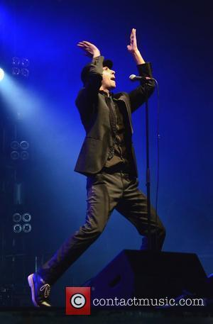 Maximo Park Star Undergoes Emergency Eye Surgery