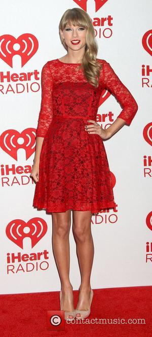 Taylor Swift Signs On To Play Joni Mitchell - Report