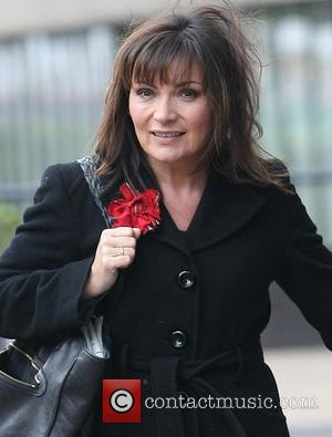 Lorraine Kelly Can't Resist Half-time Pie At Dundee Match