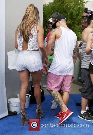 Abc Picks Up Jennifer Lopez Show 'The Fosters'