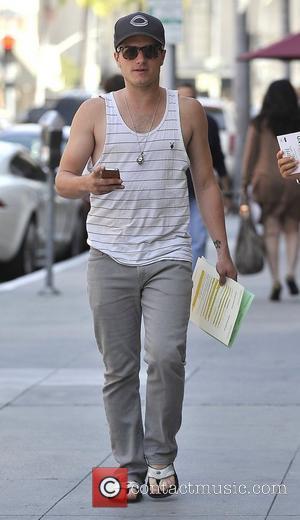 Josh Hutcherson and his mother Michelle Hutcherson run errands in Beverly Hills Los Angeles, California - 08.05.12