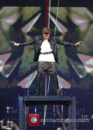 Justin Bieber Vomits On Stage