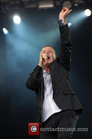 Kerr Slams Bono For Political 'Suck Up'