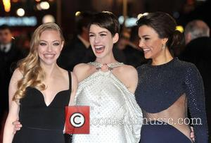 Anne Hathaway Turned To Heart-wrenching Real-life News For Les Miserables Inspiration
