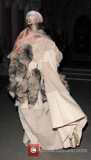Burka-wearing Lady Gaga Steals The Attention At London Fashion Week