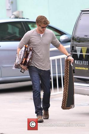 Liam Hemsworth Honoured At Australian Film Awards