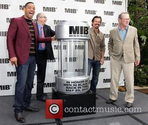 Will Smith, Barry Sonnenfeld, Josh Brolin, and Tommy Lee Jones 'Men In Black 3' Photocall in Beverly Hills Los Angeles,...