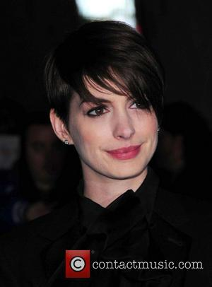 No Winning Esctasy For Anne Hathaway After Critic's Choice Awards Drop An E From Her Name