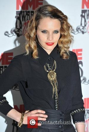 Singer Anna Calvi Calls Off Tour
