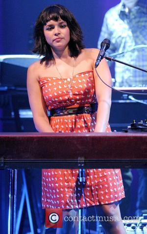 Norah Jones Collects Ravi Shankar's Posthumous Grammy Award