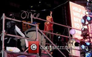 Taylor Swift Kicks Off 2013 On Top Of The U.s. Charts