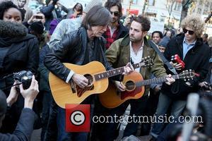 Jackson Browne Headlines Benefit Concert For Local Radio Station