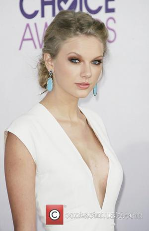 Taylor Swift The Peoples Choice Awards 2013 held at Nokia Theatre L.A. Live  - Red Carpet Arrivals  Featuring:...