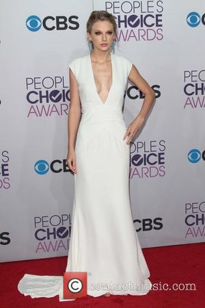 People's Choice Awards: Was Olivia Munn's 'Kanye-ing' a Joke with Taylor Swift?