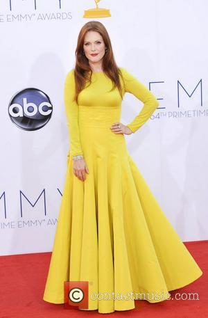 Thanks For The Thumbs-down: Julianne Moore'S Message For Sarah Palin At Emmys 2012